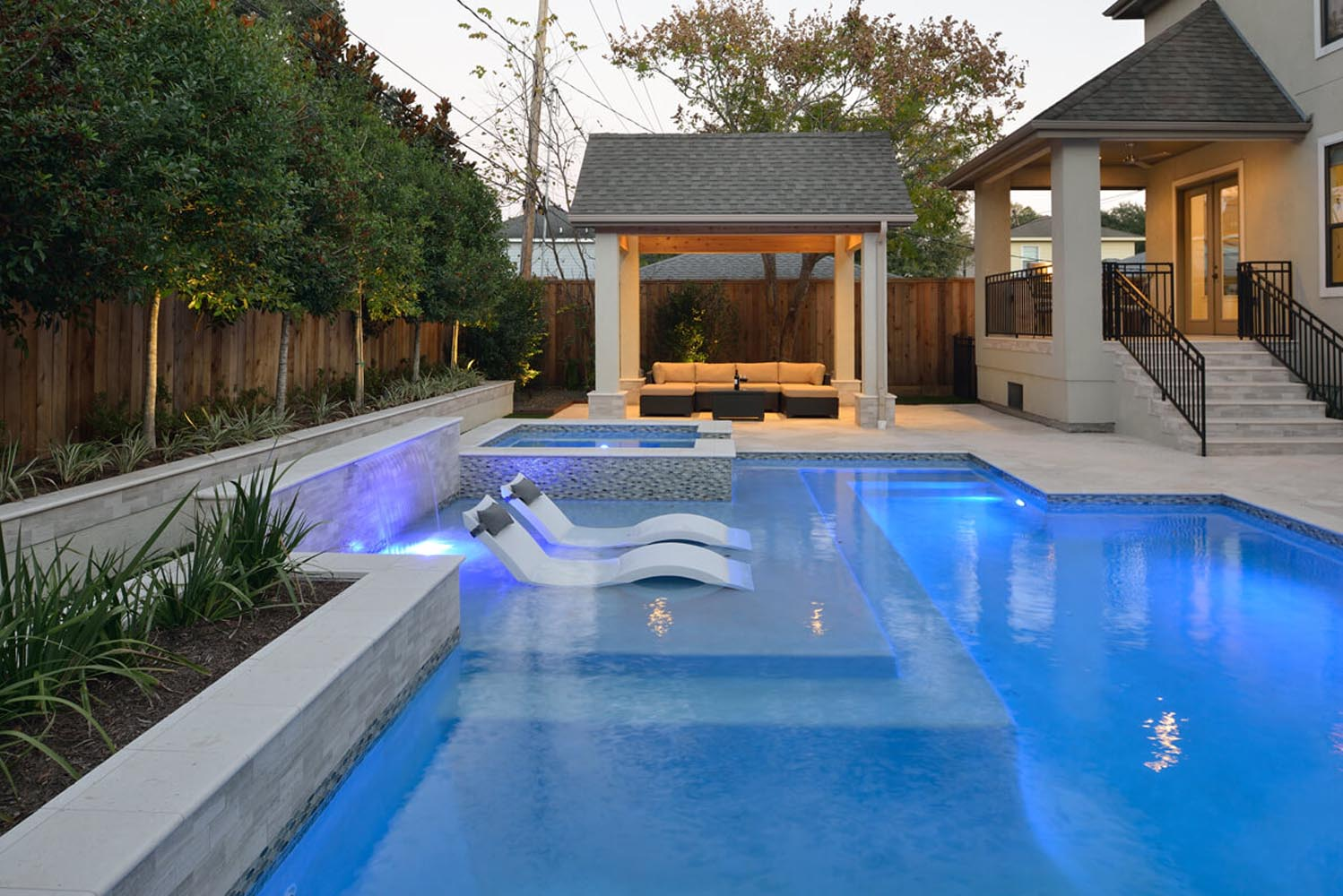 outdoor-elements-rectangular-pool